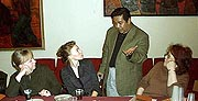 На фото: журналист Татьяна Визбор, актриса Варвара Визбор, советник посольства Мадагаскара в России Рандимбисуа Ракутуаринуру, президент Клуба друзей Мадагаскара Людмила Карташова. Фото Игоря Сида.