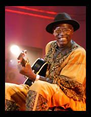7 марта в родном городе Ньяфунке на 67м году жизни после продолжительной болезни скончался Али Фарка Туре (Ali Farka Toure), один из самых прославленных африканских музыкантов современности.