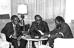 Алвор (Португалия), январь 1975 года. Лидеры трех ангольских национально-освободительных движений А.Нето (МПЛА), Х.Роберто (ФНЛА) и Ж.Савимби (УНИТА) обсуждают состав будущего переходного правительства страны.